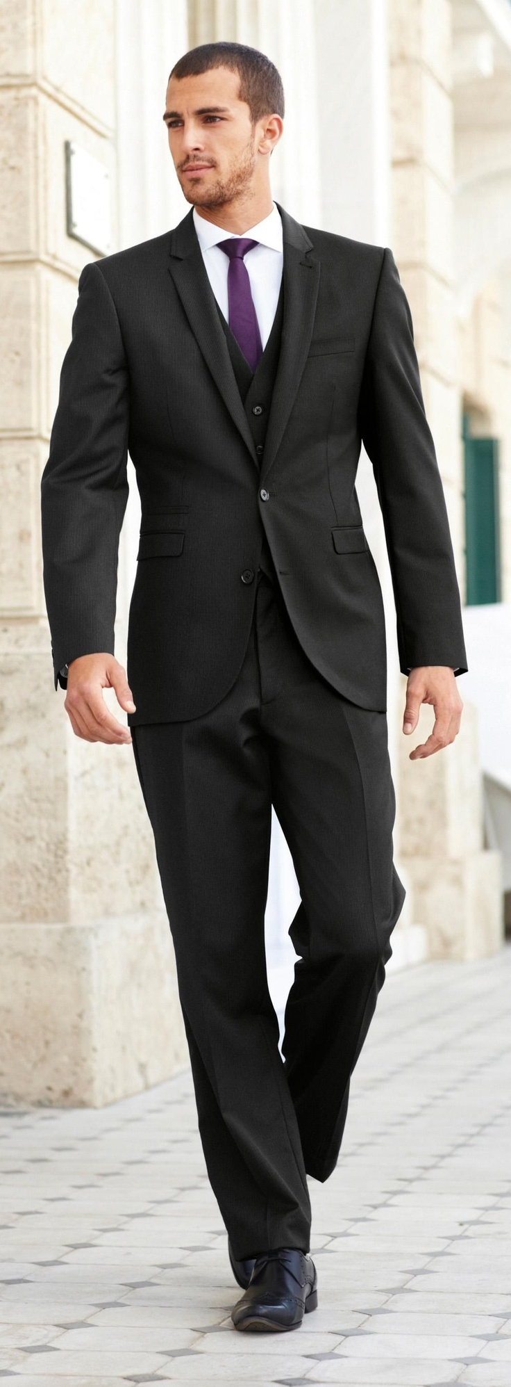 Mens black suits mens suits tips for Black suit with black shirt and tie