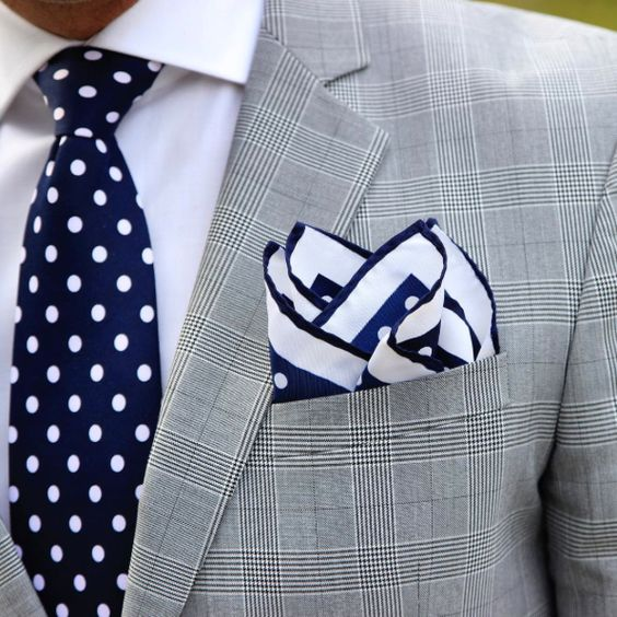72648e08a4241 Polka dot tie and pocket square in navy and white | Mens Suits Tips