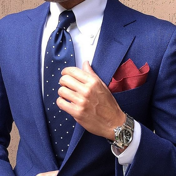 be54107beb53a Navy blue polka dot necktie and pocket square | Mens Suits Tips