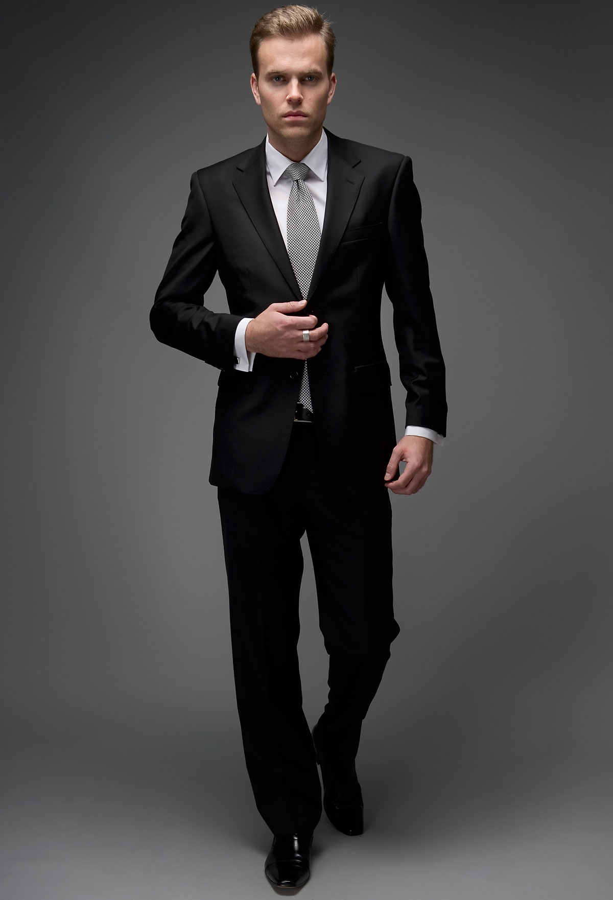 Black Suits - Mens Suits Tips