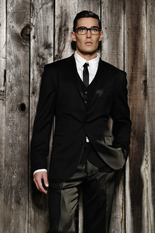 Black Suits For Men - Mens Suits Tips