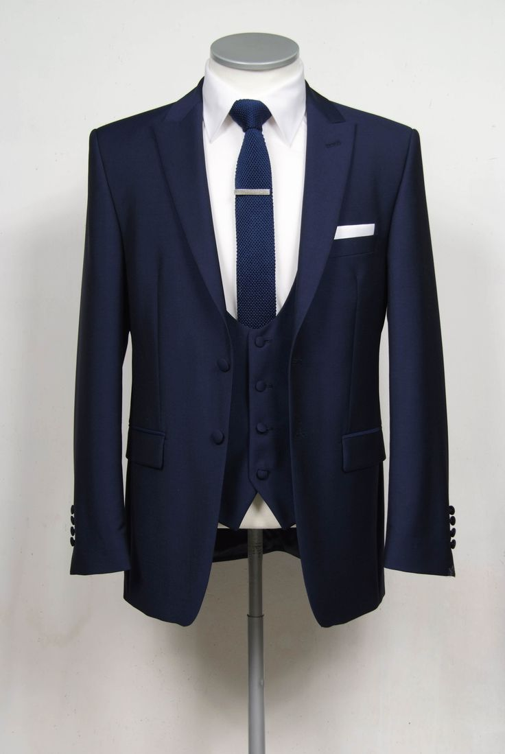 Navy slim fit 2 button single breasted wedding suit | Mens Suits Tips