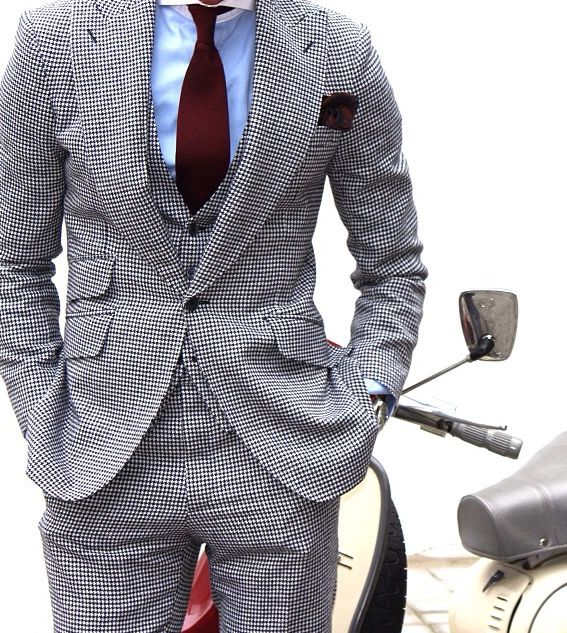 Grey patterned suit blue shirt and burgundy tie for Grey shirt and tie combinations